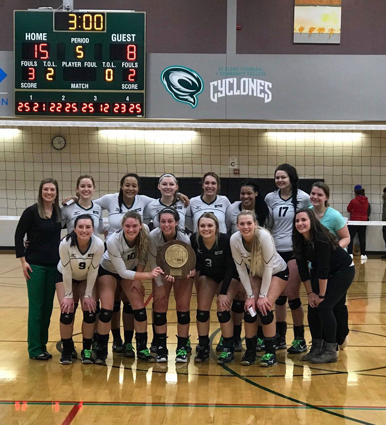 Cyclones Vball Win Region Tournament
